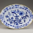 Oval dish - with 'onion' pattern (part of a service for 12 persons)
