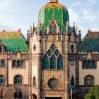 Architectural photograph - central projection on the main facade, Museum of Applied Arts