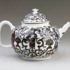 Tea pot with lid